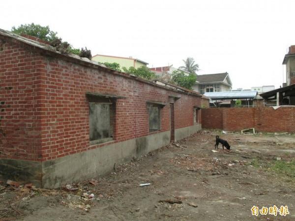 南區公所計劃改造灣裡部落裡的磚造老屋,希望老屋活化展現新生命力。(記者王俊忠攝)