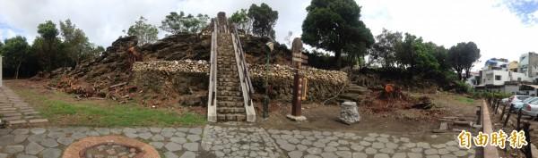石牌公園又稱猴洞山公園,位於恆春西門旁。(記者蔡宗憲攝)