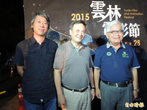 阿罩霧風雲監製李崗(中)及導演許明淳(左)隨片與觀眾暢談台灣故事。(記者廖淑玲攝)