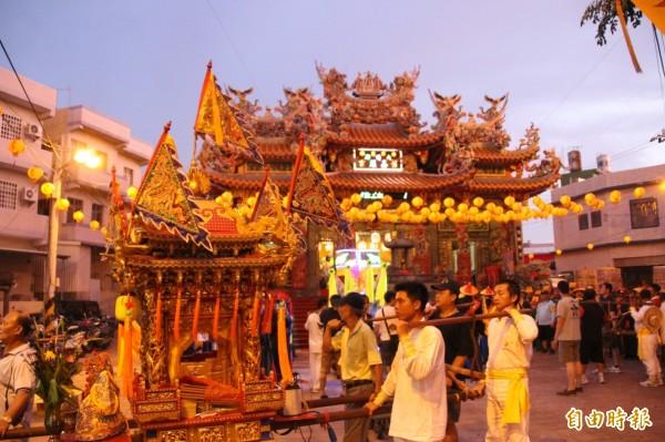 每科大千歲都有輪科到嘉蓮里兩間古廟過夜的習俗,是大千歲到東港唯一的「外宿」宮廟。(記者陳彥廷攝)