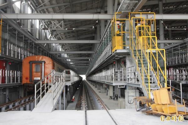 潮州基地有更完善、便捷的空間進行維修、供料。(記者邱芷柔攝)