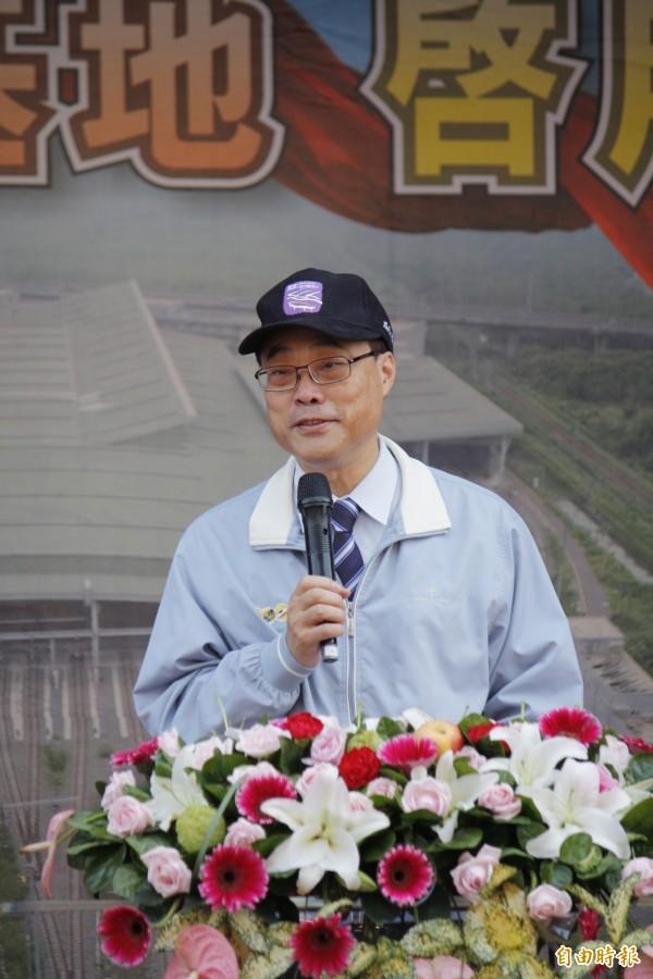 台鐵局長周永暉以「苦瓜」形容鐵路人,說明基地從設計建設到完工啟用是苦盡甘來。(記者邱芷柔攝)
