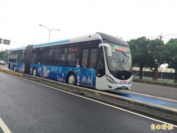 台中市雙節公車將行駛海線2條新路線。(記者張軒哲攝)