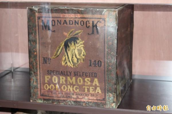 從這個印第安人像為商標的茶箱,看到了福爾摩沙烏龍茶當年成功打入了美洲大陸市場。(記者黃美珠攝)