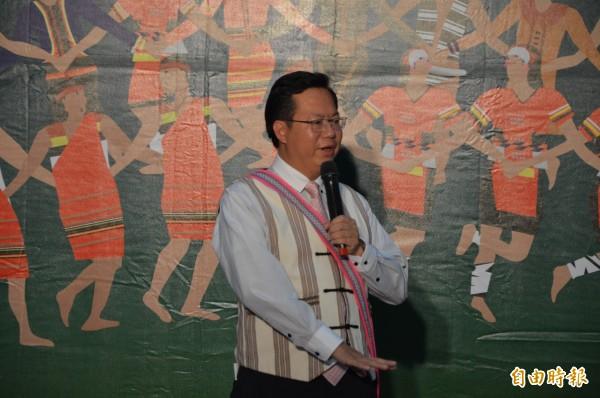 桃園市長鄭文燦宣布,原住民返鄉參加豐年祭補助去程自強號車票。(記者謝武雄攝)