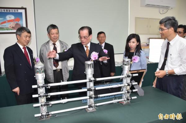 台灣高鐵在第一科大產業創新園區設置「鐵道設備實驗室」,提升高鐵維修能力自足化及零件本土化。(記者蘇福男攝)