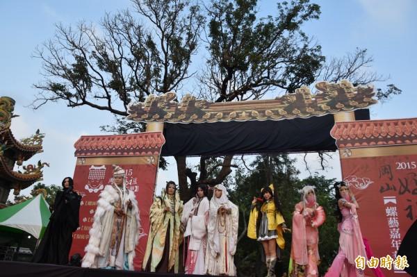 岡山媽祖文化節今、明兩天熱鬧登場,Cosplay也加入踩街行列。(記者蘇福男攝)