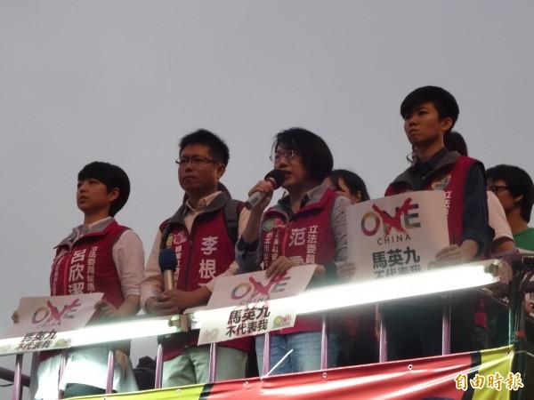 綠社盟認為,馬總統宣稱「一個中國」,未提「各自表述」,與中國官方不斷強調的「一中原則」完全相符,實質上造成台灣附屬於中國之效果,完全背離人民託付,是不折不扣的政治騙子。(記者蘇芳禾攝)