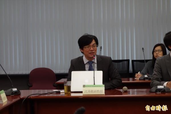 台灣大學植微系副教授沈湯龍與美國康乃爾醫學院組成國際團隊,成功發現癌症轉移的分子機制,可早期更精準診斷癌症是否會轉移乃至其可能轉移的器官。(記者吳柏軒攝)