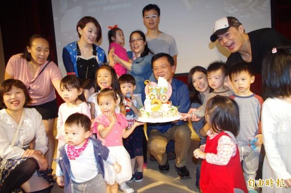 府中15新北市紀錄片放映院今天舉辦嬰兒車電影院2週年慶祝活動。(記者賴筱桐攝)