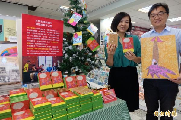 教會公報社訂製「聖誕糕」,由樂生院生繪製包裝盒,邀請大眾分享愛心<br /> (記者黃文鍠攝)