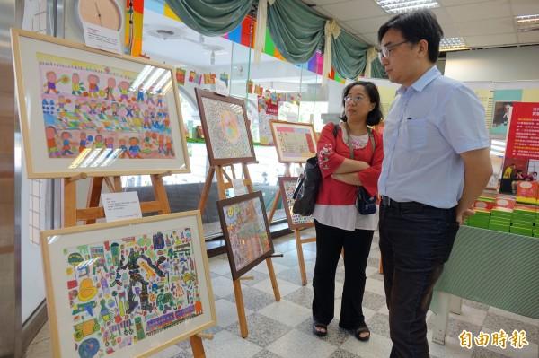 教會公報社即日起舉辦樂生教養院院生繪畫展。<br /> (記者黃文鍠攝)