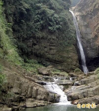 南投縣瑞龍瀑布景觀優美。(記者謝介裕攝)