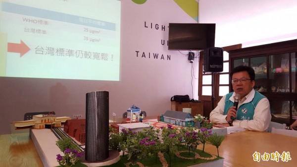 嘉市立委候選人李俊俋表示,增加公園綠地面積,才能真正改善空氣品質。(記者丁偉杰攝)