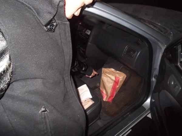 23歲的張男否認施用毒品,但在他的座位下方卻藏有毒品。(記者吳政峰翻攝)
