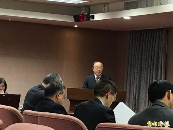 NCC主委石世豪今天赴立法院交通委員會報告有線電視分組付費規劃構想。(記者陳炳宏攝)