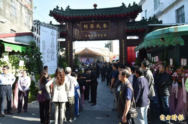 前立委吳德美今天上午在高雄前鎮區朱家祠堂舉行告別式。(記者張忠義攝)