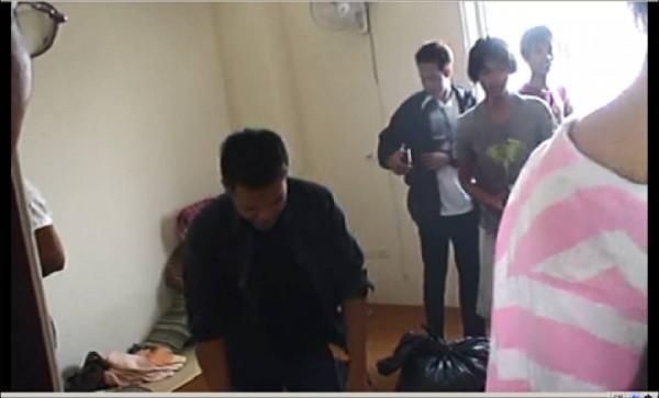 屏東檢調發動搜索,找到疑遭非法剝削勞力的印尼外勞。(記者李立法翻攝)