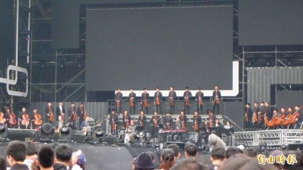 北市跨年,張惠妹搭配管弦樂超震撼。(記者游蓓茹攝)
