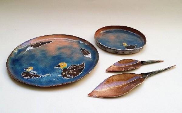 鶯歌工商學生于柔安以「巴鴨」為主題設計出兼具美感及生態保育意義的茶器。(圖由鶯歌工商提供)