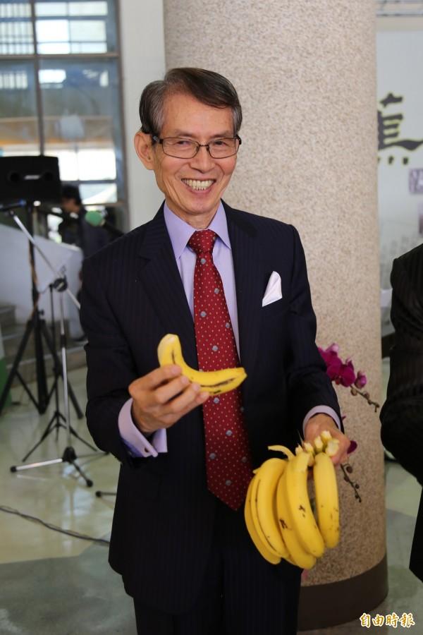 吳庭光說,他要捐出250億元,提供給南台灣願意以父親之名所作的建設,紀念、榮耀父親。(記者邱芷柔攝)
