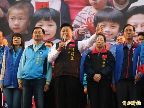 國民黨花蓮縣黨部9日在六期廣場舉行「守護花蓮、珍愛家庭」造勢大會,遭綠營抨擊動員公務員參加、違反行政中立。(資料照,記者王錦義攝)