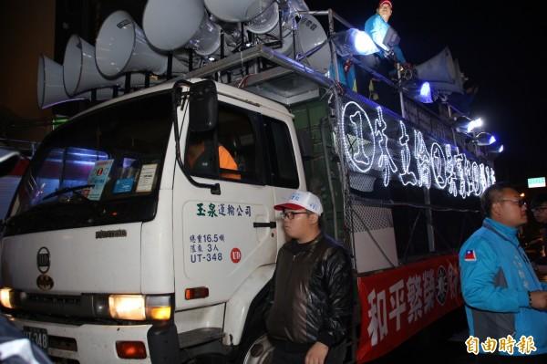 吳育仁的戰車之前還寫著16.5噸。(記者王善嬿攝)