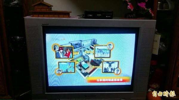 新竹縣有線電視費率審議委員會核定今年北視每月的收視費率維持570元,但元月起首度提供預繳優惠和免費收看5個收費頻道。(記者廖雪茹攝)