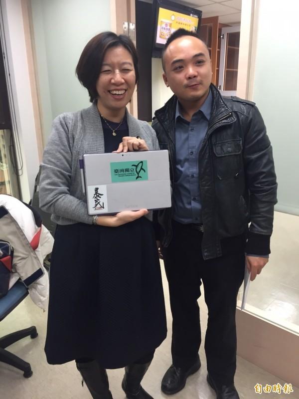 王小虎是學運出關晚會主持人,目前擔任民進黨立委林靜儀助理。(記者蘇芳禾攝)
