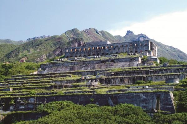 水湳洞十三層遺址層層堆疊,成為當地特色景觀。(新北市觀旅局提供)