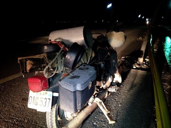 崑濱伯騎這部重型機車自摔受傷。(民眾提供)