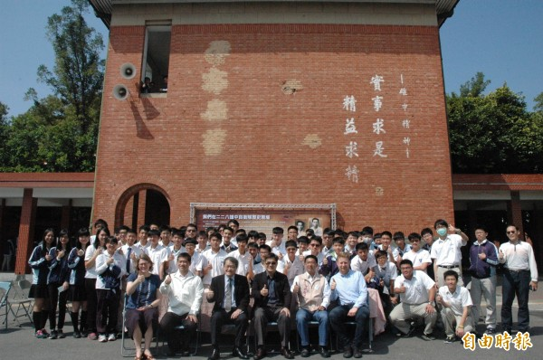 雄中學聯會今舉辦雄中自衛隊暨228紀念活動。(記者方志賢攝)