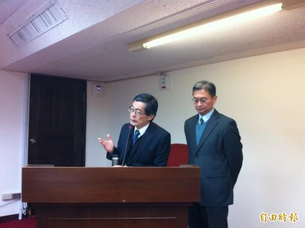 環保署長魏國彥(左)至立法院衛環委員會接受質詢。(記者楊綿傑攝)