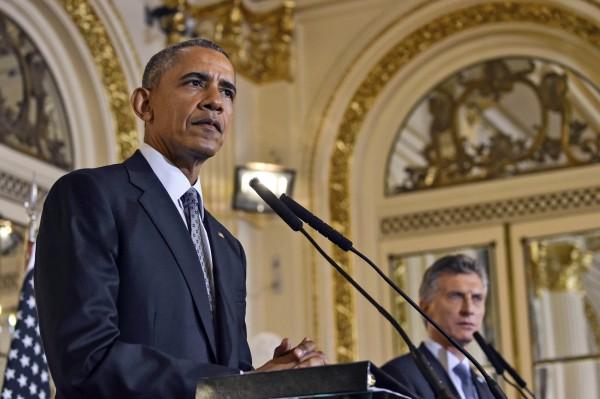 美國總統歐巴馬(左)與阿根廷總統馬克里23日在阿國首都布宜諾斯艾利斯舉行聯合記者會。(法新社)