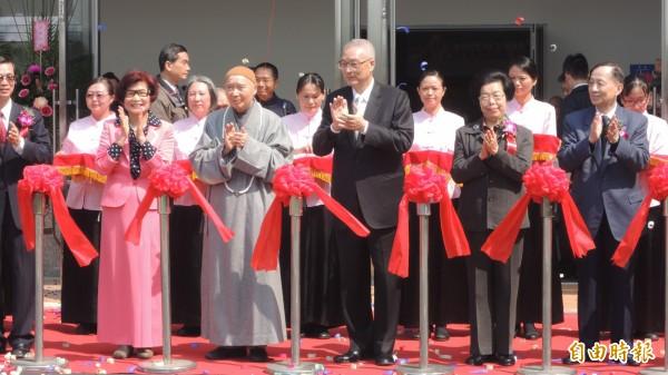 華藏衛視中華傳統文化教育中心開幕,副總統吳敦義出席剪綵。(記者羅欣貞攝)