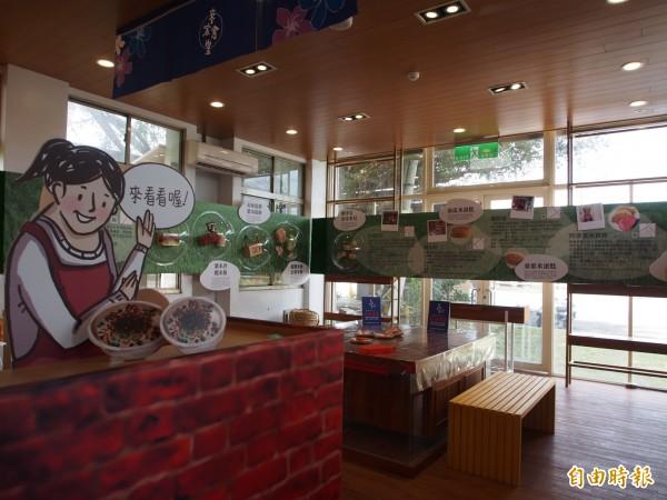 池上客家產業交流中心也推出創意米展。(記者王秀亭攝)