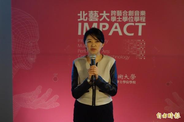 該學程業師、知名音樂製作人李欣芸表示,台灣年輕人對流行、跨界藝術有著強烈的求知慾,但卻沒有相對應的課程師資,學校沒有跟上人才培育趨勢,而業界大多採「師徒制」,希望也能到學校直接授業,讓學生全面了解的流音業界,未來成為專業的歌手、製作者、編曲家、配樂師等,前途無限。(記者吳柏軒攝)