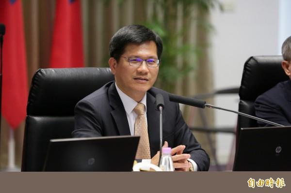 台中市長林佳龍關心熊本地震,將捐出1個月所得賑災。(記者張菁雅攝)