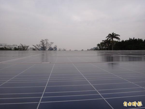 中彰投分署把老舊建物改造為綠建築,一年可生產18至20萬度電。(記者蘇金鳳攝)