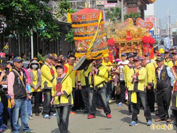 浩天宮媽祖前往北港朝天宮進香,陣頭等參與人員達3000多人。(記者歐素美攝)