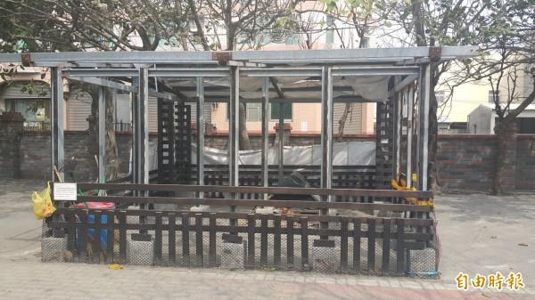 台西國小打造雲林縣校園內第一座流浪狗中途之家。(記者鄭旭凱攝)