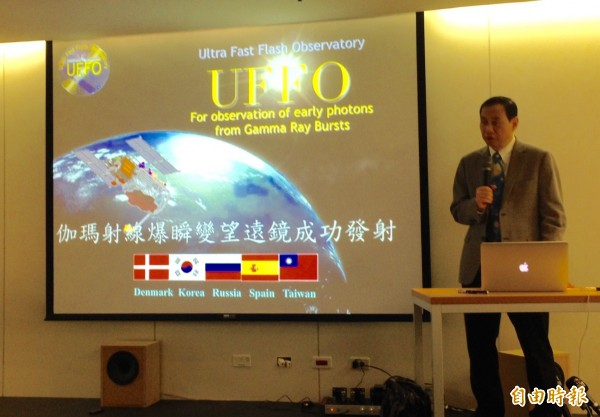 台大教授陳丕燊今早宣布,跨國科學衛星計畫UFFO太空望遠鏡今發射成功。(記者林曉雲攝)
