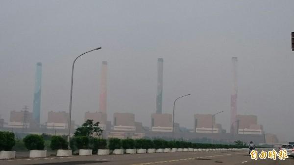 台中市今天空污嚴重,協調中火早上配合降載,是半年來第9次。(記者蔡淑媛攝)