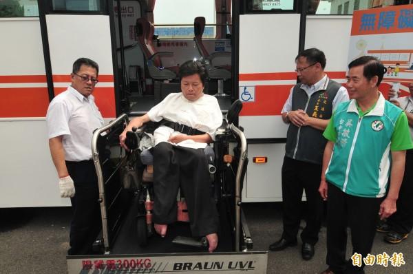 659線公車是海線第一條無障礙市區公車。(記者李忠憲攝)