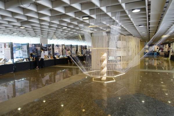 樹德科大室設系50組畢業專題作品「聚合現」,今天起在校內登場。(照片由樹德科大提供)