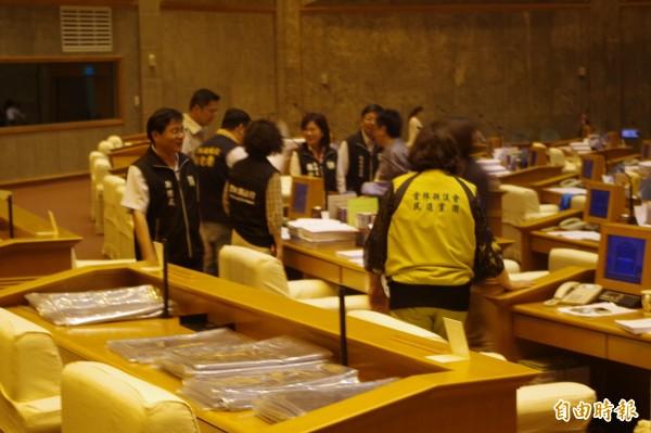 雲林縣議會一度休息5分鐘協商,通過台灣燈會3.5億墊付案。(記者林國賢攝)