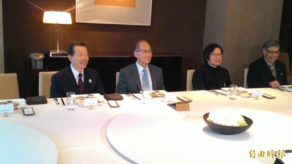 亞東關係協會選出新會長,將由邱義仁(右二)擔任,外交部長李大維(左二)、內定駐日代表謝長廷(左一)也都出席。(記者林良昇攝)
