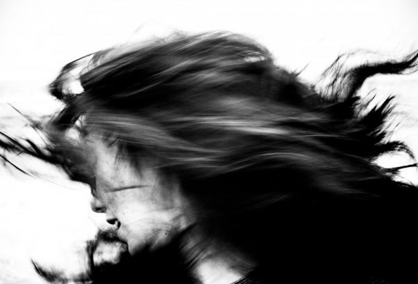 參展作品,由Alex Wu創作的黑白攝影作品「動」。(善耕365公益平台提供)