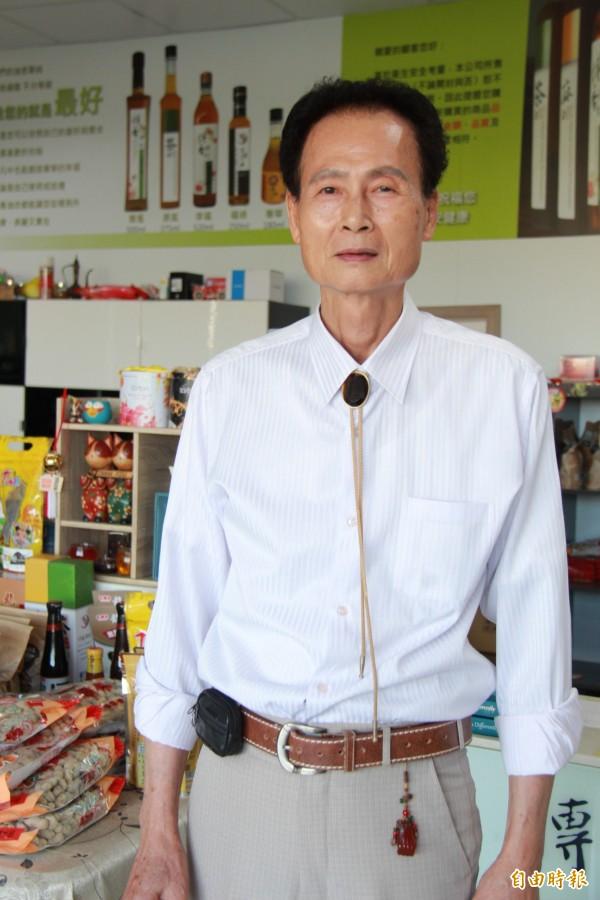 興賢書院主委黃達雄,希望爺爺故居成立文化村,更能推廣客家文化。(記者陳冠備攝)