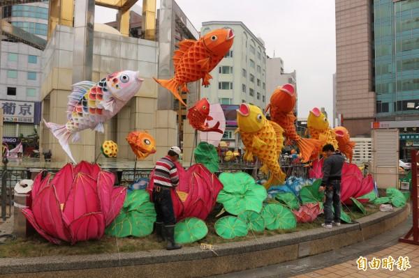 配合台灣燈會,明年的斗六燈會將擴大舉辦,而斗六燈會的花燈都來自民間寺廟或企業贊助。(記者詹士弘攝)
